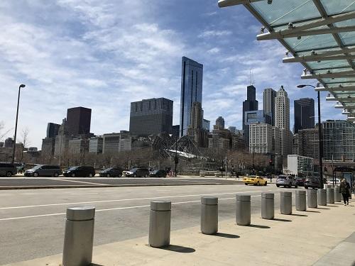 朝、シカゴを散歩。空が広い。