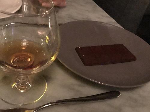 箸休めのチョコレートは、板チョコ一枚。