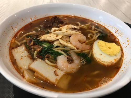 「プロウン・ミー」(海老そば)、サッパリとしたスープに適度な酸味とスパイス、辛味がある。おいしい!